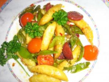 Rezept: Chorizopfanne mit Schupfnundeln und Kaiserschoten