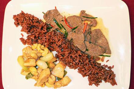 Hühnerbrust mit Cashewkernen und Kokos-Rindfleisch-Curry - Rezept