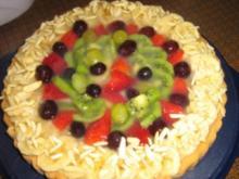 Bananen-Kiwi-Erdbeer-Trauben-Kuchen - Rezept