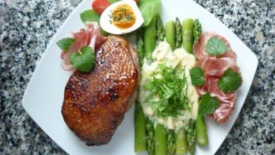 Glasierte Entenbrust an grünem Spargel mit Sauerampfer-Sauce und Cotta die Parma - Rezept