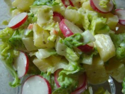 Baby-Kopfsalat mit Radieschen und Ananas - Rezept