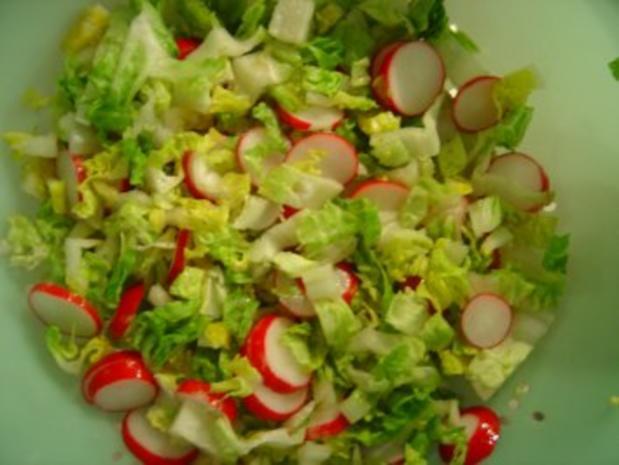Baby-Kopfsalat mit Radieschen und Ananas - Rezept - Bild Nr. 3