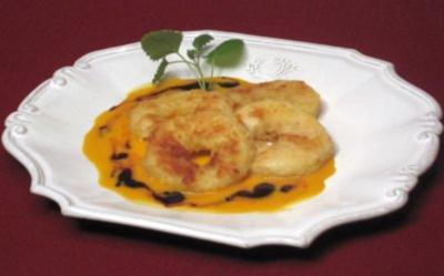 Apfelschnitzel im Teigmantel mit Sanddorn- und Holundersoße - Rezept