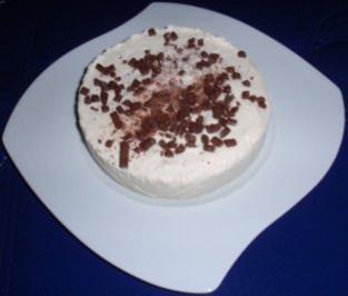 Kleine Eistorte-Halbgefroren - Rezept