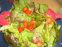Eichblattsalat mit Tomätchen und Basilikum-Vinegrette - Rezept