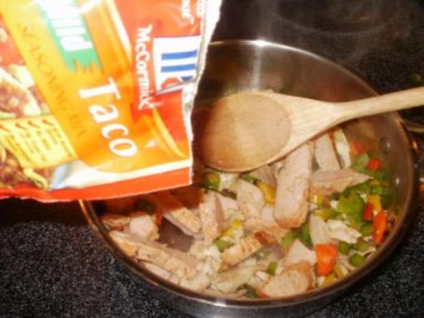 Tacos - Sued West  Arizona Tacos mit Huehnerfleisch Streifen und Taco Gewuerz - Rezept - Bild Nr. 3