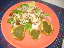 Bunter Salat an Balsamico-Essig mit Pesto-Baguette - Rezept