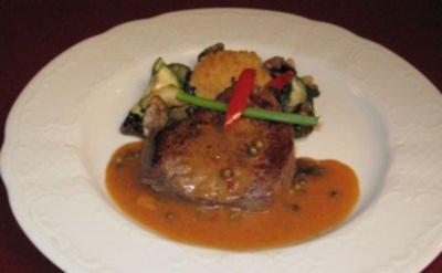 Couscous-Taler mit Rinderfilet in Pfeffersoße und Gemüse - Rezept