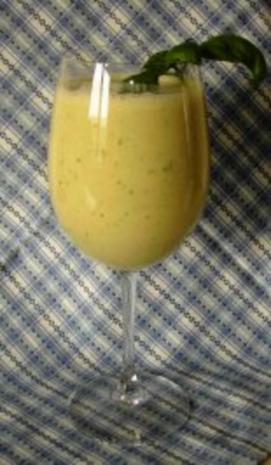 bananen orangen smoothie mit basilikum rezept. Black Bedroom Furniture Sets. Home Design Ideas