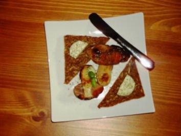 Steinpilz gebraten mit Kräuterbutter und Vollkornbrot - Rezept