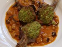 Lammkoteletts mit Bärlauchkruste und cremigen Auberginen - Rezept