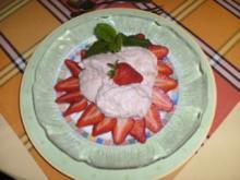 Rhabarber-Quark-Mousse mit frischen Erdbeeren - Rezept