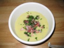 Kohlrabi-Kartoffel-Suppe mit feinen Lachsschinkenstreifen - Rezept