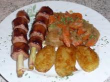 ~ Wurstspießchen, Karottengemüse und gebratene Kartoffelklöße ~ - Rezept