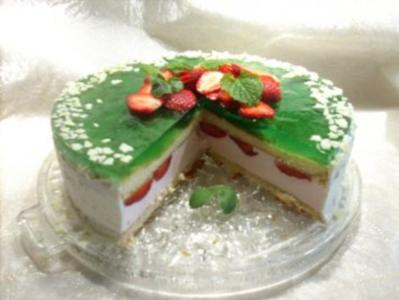 Erdbeer-Waldmeister-Torte - Rezept