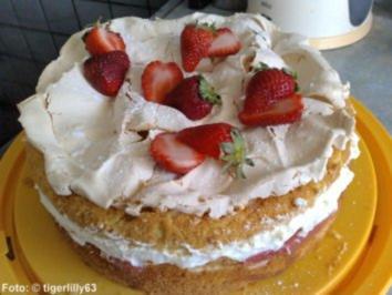 Baiser-Torte mit Rhabarber - Rezept