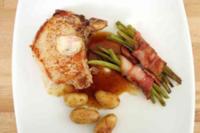 Brauhaus-Kotelett mit Brätlingen und Speckbohnen - Rezept