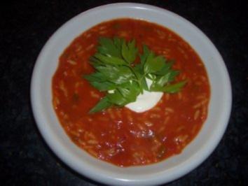 Suppen : Tomatensuppe mit Reis , Maggikraut und Crème fraîche - Rezept