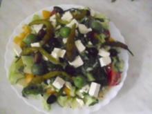 Salat mit Chili-Joghurt Dressing - Rezept