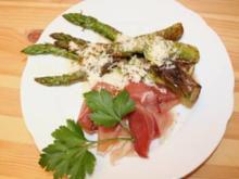 Grüner Spargel mit Lauchzwiebeln, Serranoschinken und Parmesan - Rezept