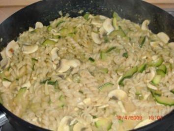 Rezept: Zucchini-Pilz Nudeln