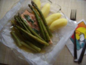 Lachs mit grünem Spargel im Päckchen - Rezept