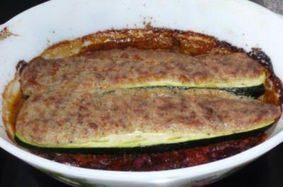 Gemüse:  Zucchini auf Tomatenbett mit Kräuterhaube - Rezept