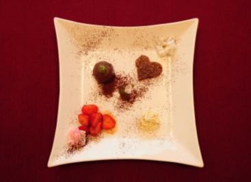 Erdbeeren in Ahornsirup, Schokolade auf Minz-Soße und Florentiner (Daniel Küblböck) - Rezept