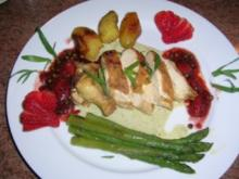 Supreme von der Maispoularde mit Erdbeer-Pfeffer Confit auf karamelisiertem Spargel - Rezept