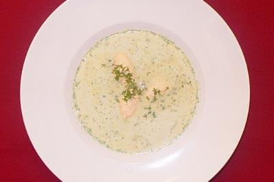 Kresseschaum-Süppchen mit pochierten Lachsnocken - Rezept