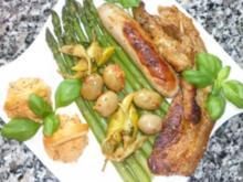 Grillteller an grünem Spargel mit eingelegten Oliven und Paprikafrischkäse - Rezept