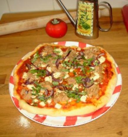Pizzateig - Belag hier mit Feta, Tunfisch und roten Zwiebeln - Rezept - Bild Nr. 2