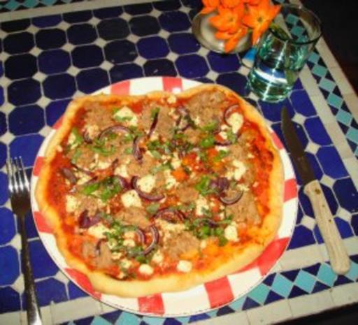 Pizzateig - Belag hier mit Feta, Tunfisch und roten Zwiebeln - Rezept - Bild Nr. 3