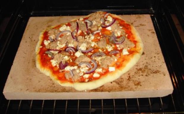 Pizzateig - Belag hier mit Feta, Tunfisch und roten Zwiebeln - Rezept - Bild Nr. 4