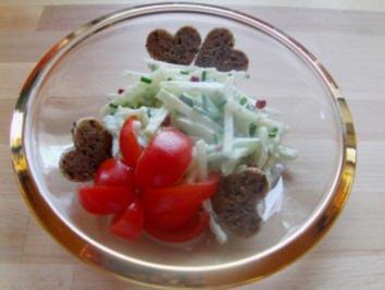 Rezept: Kohlrabi-Gurkensalat mit rosa Beeren