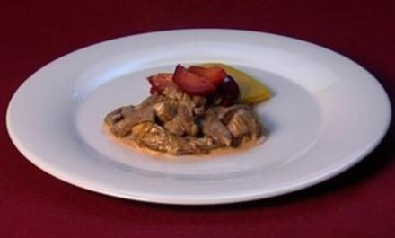 Geschnetzeltes vom Strauß mit Pflaumen auf Mais-Polenta (Marie Amière) - Rezept