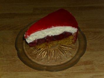 Rezept: Nussboden mit Kirsch-Quark und Erdbeerbelag