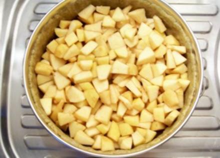 Backen: Apfel-Torte mit Saure-Sahne-Guss - Rezept