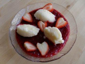 Griesnocken auf Erdbeerschaum - Rezept