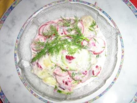 Gurkensalat mit einer Dill-Rahm-Sauce - Rezept