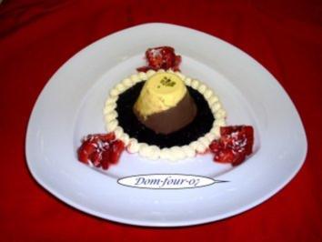 Vanille-Schoko-Panna-Cotta auf Heidelbeerspiegel mit Erdbeerkokossalat & Sherry abgeschmec - Rezept