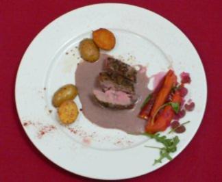 Lammrücken mit Kräutern, roten Rucola-Möhren und Sesamkartoffeln - Rezept - Bild Nr. 2