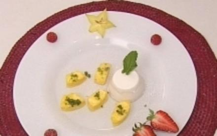Kokos-Panna-Cotta mit frischer Ananas und Minzzucker - Rezept