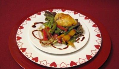 Argentinische Empanadas auf Paprikasalat - Rezept