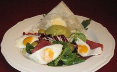 Avocadocreme auf Salat mit Wachtelei - Rezept - Bild Nr. 2