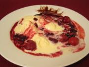 Weißes Schokoladeneis mit heißen Früchten - Rezept - Bild Nr. 2