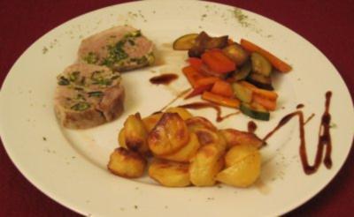 Schweinefilet gratiniert mit Rosmarin-Pistazien in Butterkruste - Rezept - Bild Nr. 2
