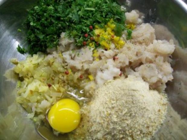 Buletten vom Seeteufel unter Blattsalaten mit lauwarmer roter Linsenvinaigrette - Rezept - Bild Nr. 3