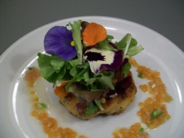 Buletten vom Seeteufel unter Blattsalaten mit lauwarmer roter Linsenvinaigrette - Rezept - Bild Nr. 4