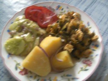 Hähnchen-Minutenschnitzel in Curry-Sahne Gemüse-Bett - Rezept